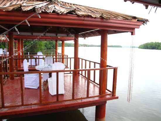 Dalmanuta Gardens - Ayurvedic Resort & Restaurant:                   Gazebos by the river for meals