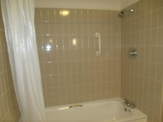 Best Western Plus Kenwood Hall Hotel:                   Bathroom