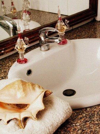 Ali Baba Hotel: Bath