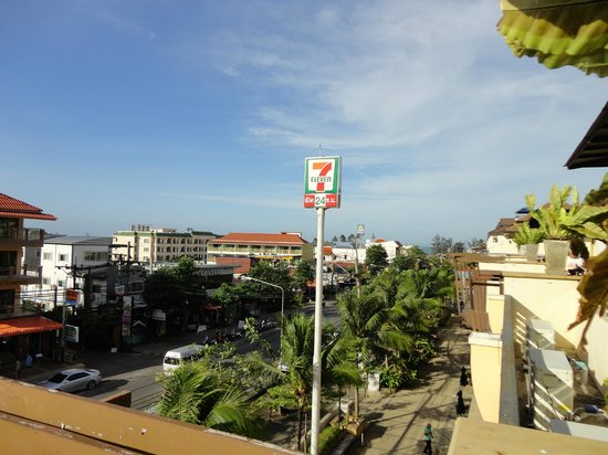 Aonang Cliff Beach Resort:                   Ausblick auf AoNang, eine Touristenstadt.