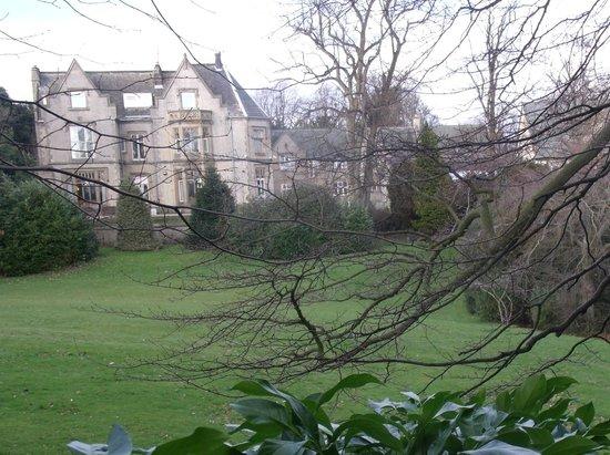 เคนวูด ฮอลล์:                   from the grounds day 4 snow gone
