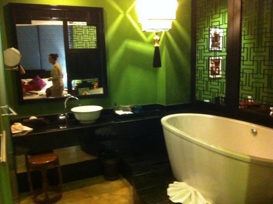 Shanghai Mansion Bangkok:                   offenes Badezimmer