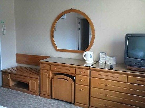 Busan Tourist Hotel: Dresser_TV