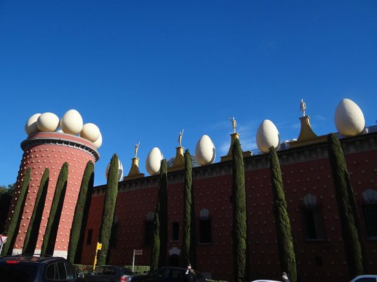 Open Guide Group:                   Salvador Dali Museum in Figueras