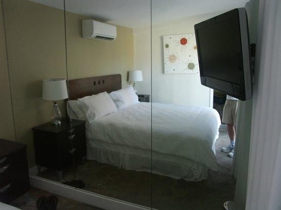 Del Marcos Hotel:                   Bedroom