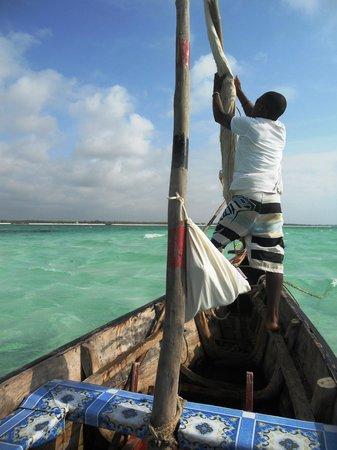Jacaranda Beach Resort :                   giro in barca