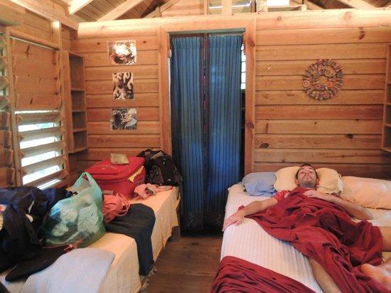 Hotel Chillies:                   Cabaña #5 (perdon por el desorden)