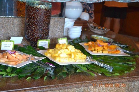 Hyatt Regency Maui Resort and Spa: Bananen kosten 4$ extra.