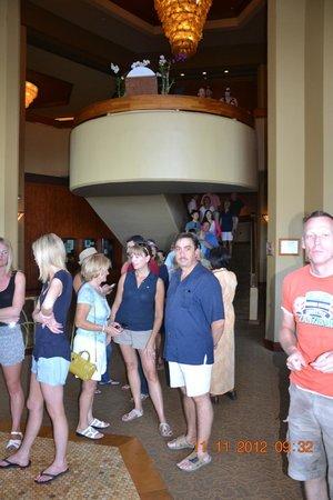 Hyatt Regency Maui Resort and Spa: Warteschlange bis 60 Min. für einen Tisch.