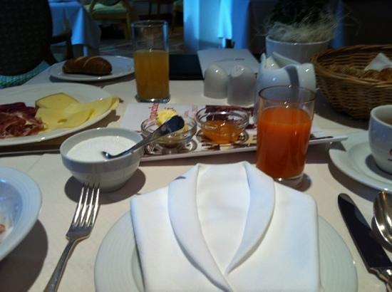 Das Ronacher - Therme & Spa Resort :                   prima colazione