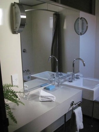 Victoria Railway Hotel: The bathroom, Bedroom #2