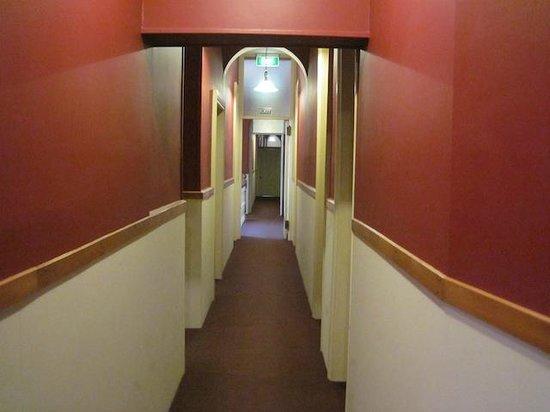 Victoria Railway Hotel: 2nd Floor Corridor