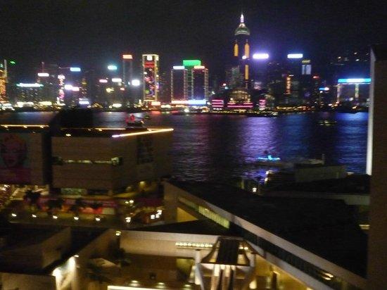 The Salisbury-YMCA of Hong Kong:                   Vue du Port depuis chambre