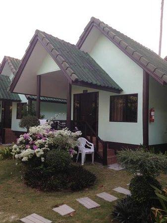 Phi Phi Andaman Beach Resort:                                     Il bungalow da fuori