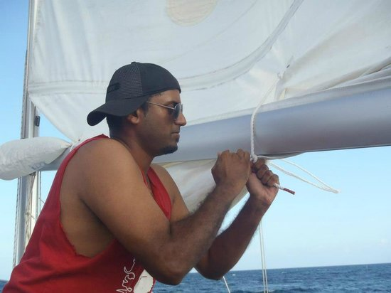 Roatan Sailing with Captain Alex:                                     Learning to tie knots