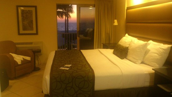 Best Western Plus Beach Resort: Room #207, nice bed & nice view