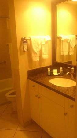 Best Western Plus Beach Resort: The bathroom, room #207
