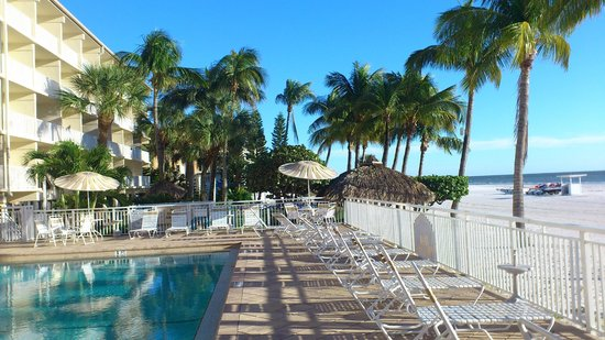 Best Western Plus Beach Resort: The exterior and pool from the seaside