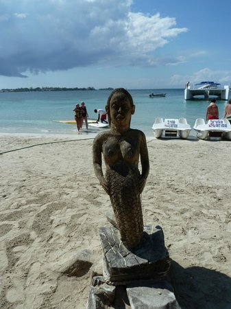ClubHotel Riu Negril:                   mermaid carving on beach