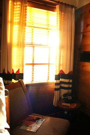 Timberline Lodge:                   Bedroom