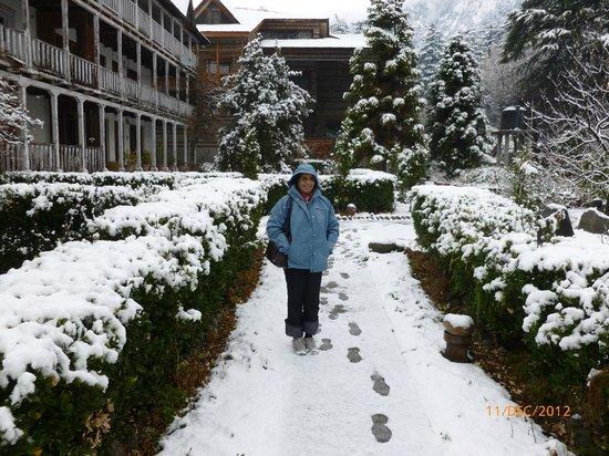 Banon Resorts Manali: The Resort after a snow fall