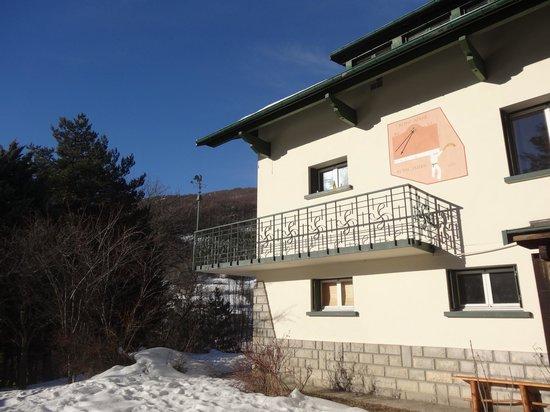 Snowed Inn Chalets :                   Chalet Larre