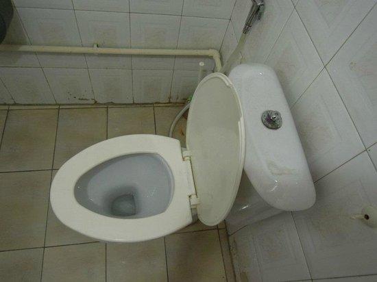 Artizan Hotel :                                     Bathroom