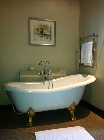 Cape Heritage Hotel:                                     Roll top Bath