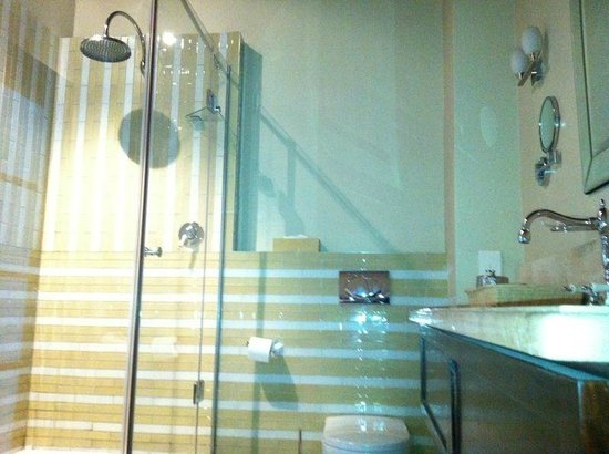 Cape Heritage Hotel:                                     Lovely shower area