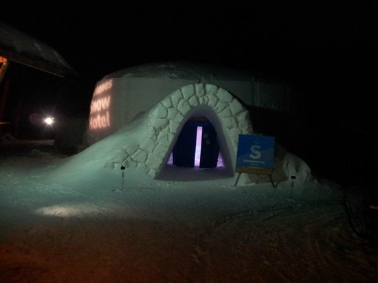 Hurtigrutens Hus: Entrance to the snow hotel