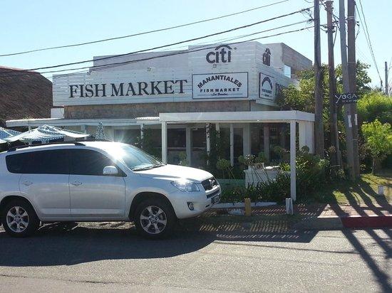 Fish Market Manantiales :                   ENTRADA
