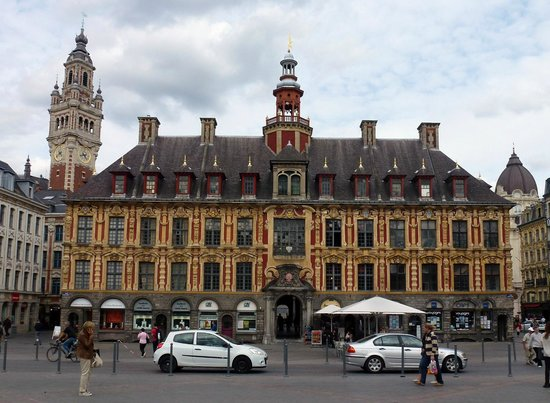 lille la vieille bourse et le beffroi de la chambre de commerce picture of old stock exchange. Black Bedroom Furniture Sets. Home Design Ideas