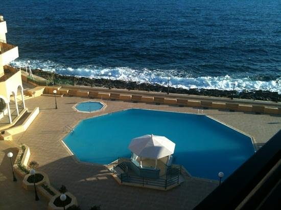 Radisson Blu Resort, Malta St Julian's:                   Pool and Sea from #508
