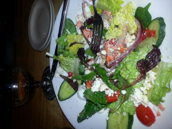 Bullfrog Brewery:                   Greek salad with grilled salmon