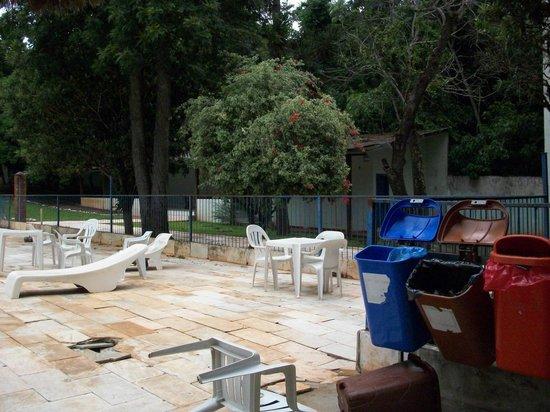 Royal Iguassu Hotel:                   Estan son las pocas sillas q tenia la pileta