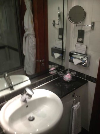 Grange City Hotel: bathroom