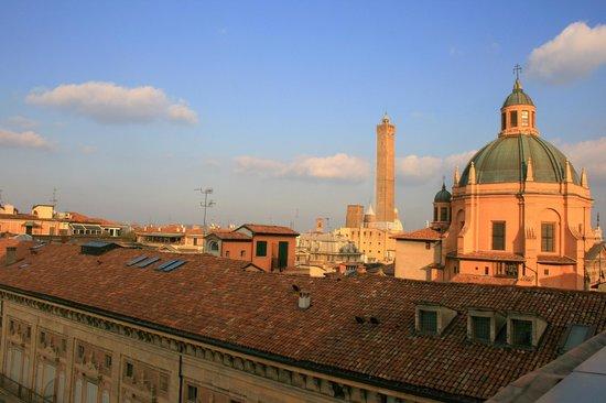 B&B Bologna nel Cuore: La Torre Asinelli e la cupola si S. Maria della Vita