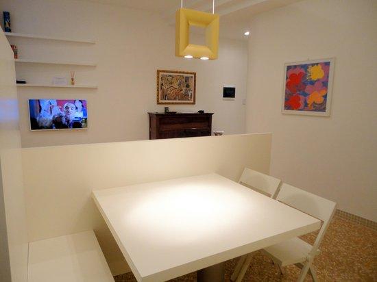 B&B Bologna nel Cuore: Soggiorno appartamento Topazio