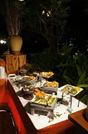 ชาเทรียม เรสซิเดนซ์ กรุงเทพ สาทร:                                     das leckere Thai Buffet