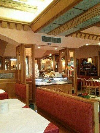هوتل ميسنير:                   saleta ristorante sul canale....                 