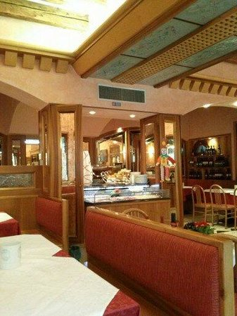 Hotel Messner Palace:                   saleta ristorante sul canale....