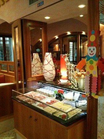 Hotel Messner:                   colazione dolce e salata...............