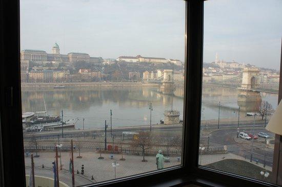 Sofitel Budapest Chain Bridge: Vue de la chambre 414