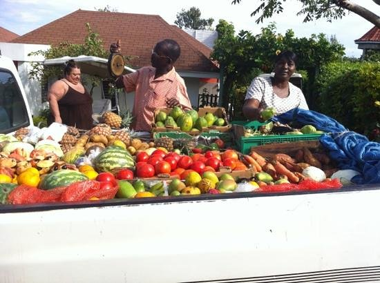 ‪‪Silver Sands Vacation Villas‬:                   Ingrid our cook buying our fresh produce. the truck came to our villa every 3 ‬