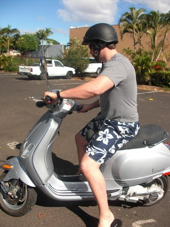 Lahaina Scooter Rental at Cafe Cafe