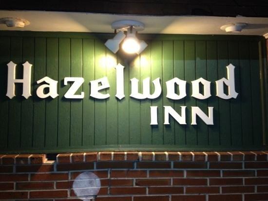 Hazelwood Inn: Old School & Cozy