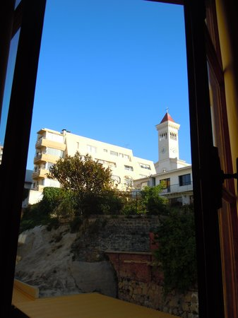 Hotel Genross:                   The iglesia