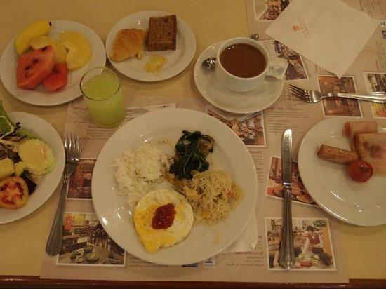 The Twin Towers Hotel:                   ツインタワーズホテルの朝食ビュッフェ