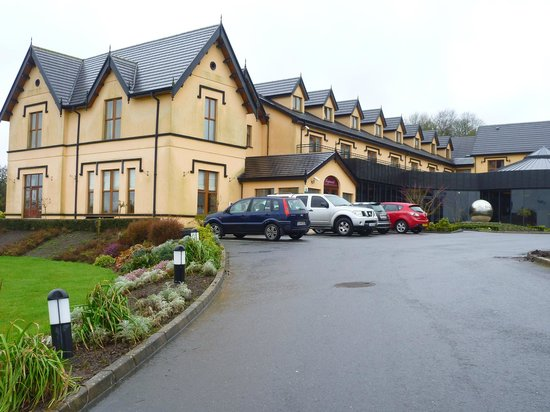 Errigal Country House Hotel : hotel from car park