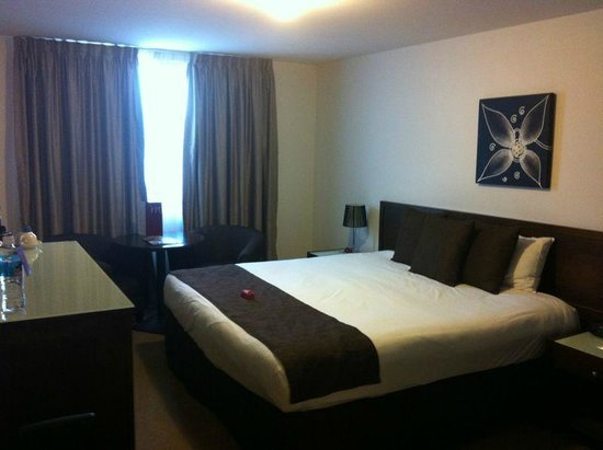 Horsham International Hotel:                                     Bed